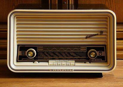 classic vacuum tube radio